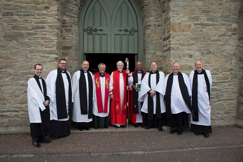 Ordinands with Dean Hull and Bishops Harold and Michael