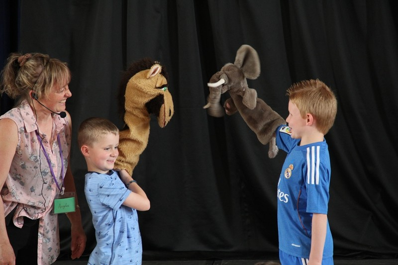 Kids puppets onstage